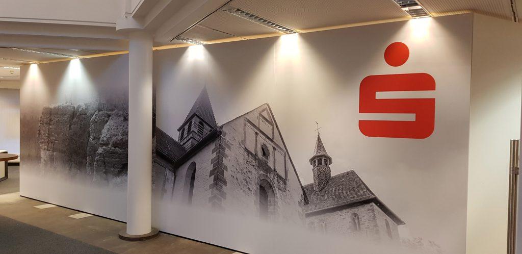Wandgestaltung mit bedruckter Folie. Motive: Stiftskirche Hessisch Oldendorf-Fischbeck und der Hohenstein in Hessisch Oldendorf Zersen